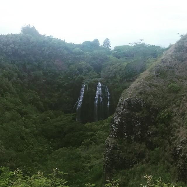 Een stukje verder rijden kwamen we bij de Opaekaa-watervallen.