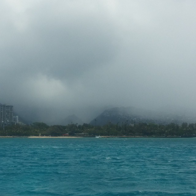 Honolulu in de mist.