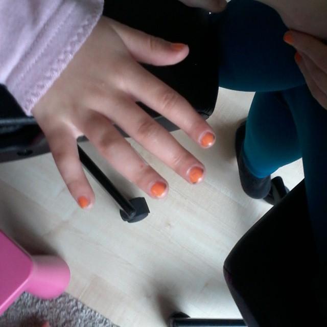 Lyse's nagels zijn al klaar voor het grote feest.