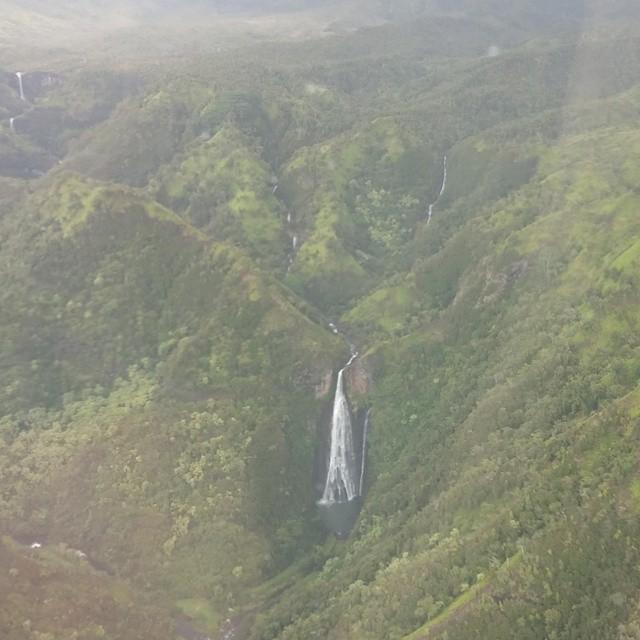 Prachtig landschap dat helaas op de foto's vanuit de helikopter niet zo mooi tot z'n recht komt. Bij deze toch een poging.