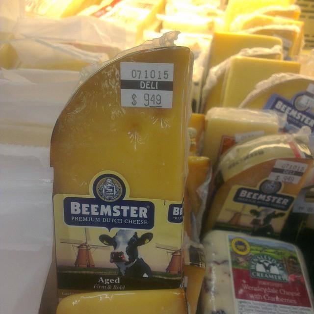 Bij het boodschappen doen vanmiddag deze maar even laten staan! Bijna 10 dollar voor een mini stuk kaas!