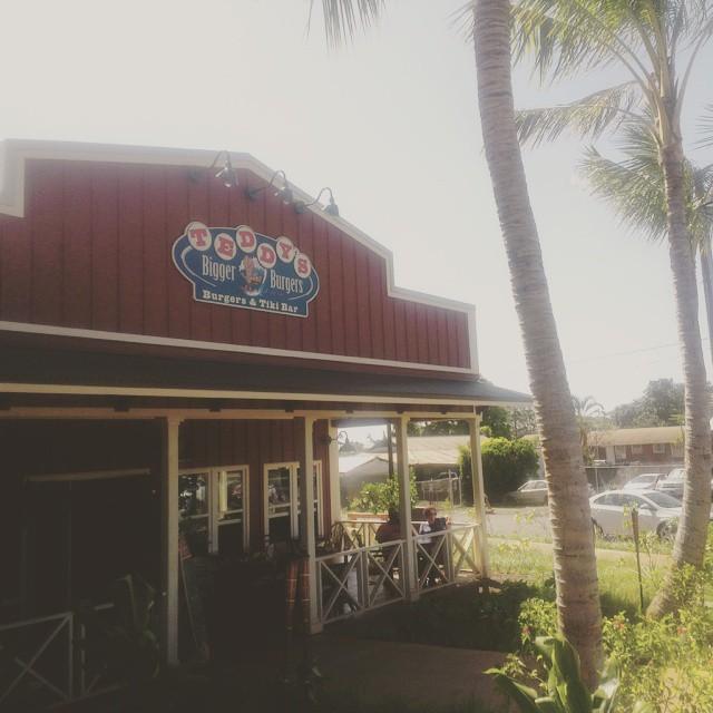 Daarna naar het surf plaatsje Hale'iwa aan de noordkust. Hele relaxte en gezellige sfeer en lekker gegeten bij Teddy
