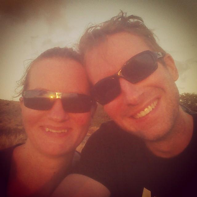 Daarna onderweg naar het vliegveld van een prachtige zonsondergang genoten samen. Wat is dit toch een fantastische vakantie!
