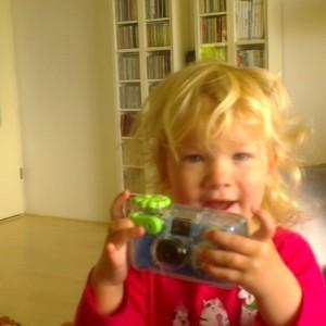Filmpje : zusjes samen spelen
