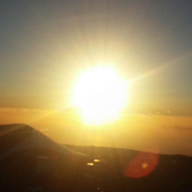 Wachtend op de zonsondergang. Eerst nog wat lafjes vanuit de auto, want het is er ongelooflijk koud!!