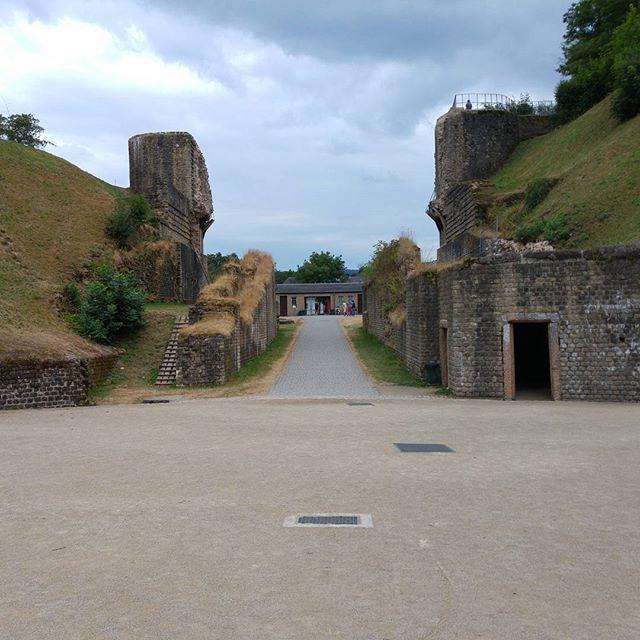 Hier staan we in het amphitheater in Trier