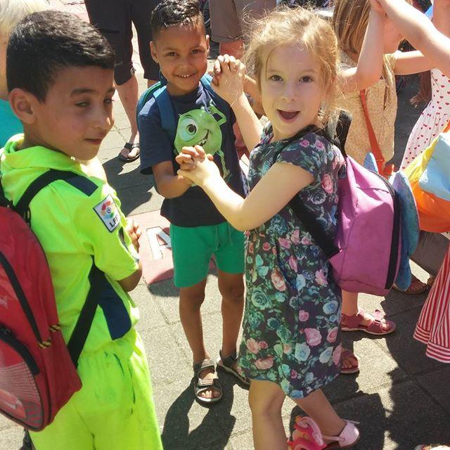 Lyse en Mattia wensen de kindjes uit groep 1 een fijne vakantie