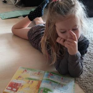 Lyse leest zelf boekjes