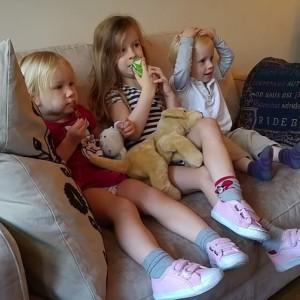 Filmpje: Kylian, Lyse en Nova kijken Jungle Book