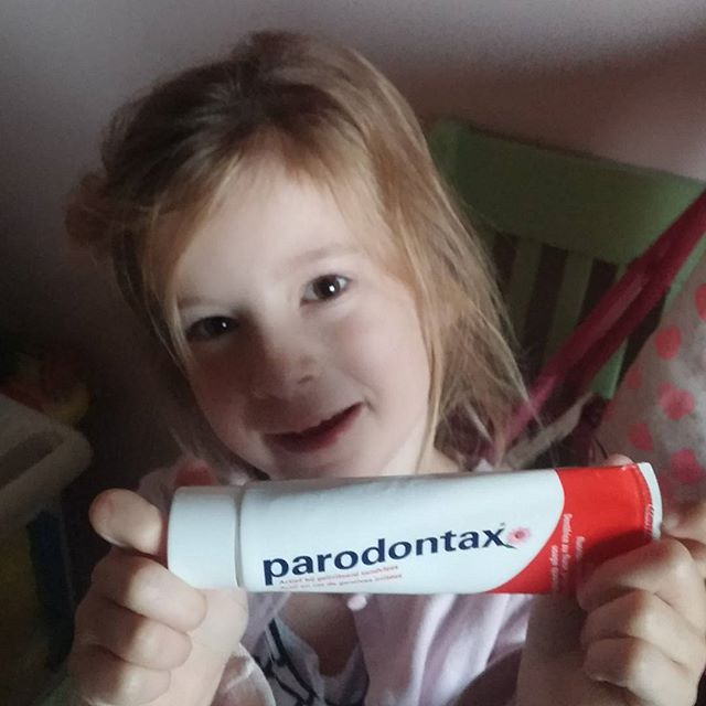 Lyse heeft gisteren een stukje van deze tandpasta geproefd, en ze vond het best lekker!