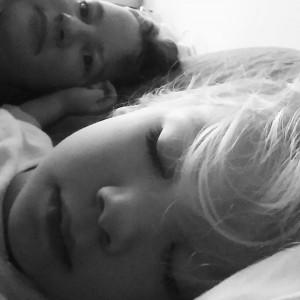 En een lekker slapend moppie naast me.