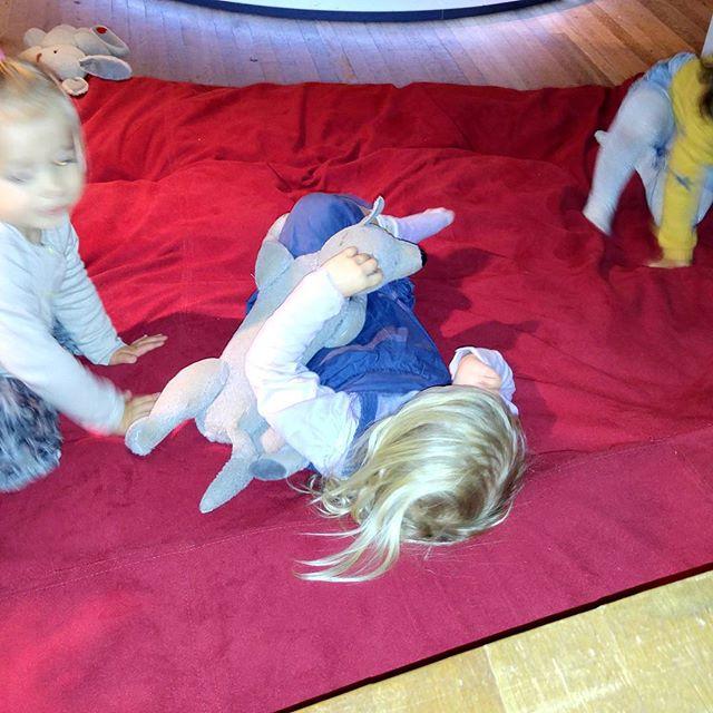 Gezellig spelen met de andere kinderen.