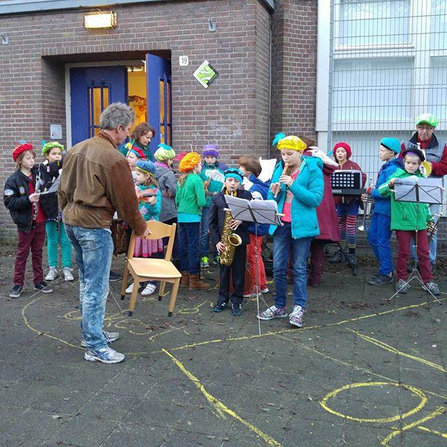 De Sint komt bij Lyse op school!