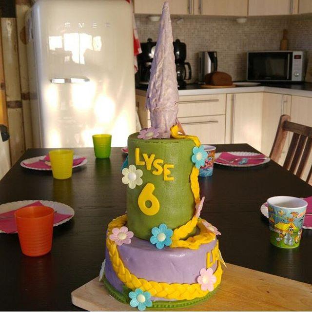 Hoera! Lyse viert haar 6e verjaardag! Mama heeft een rapunzel taart gemaakt!