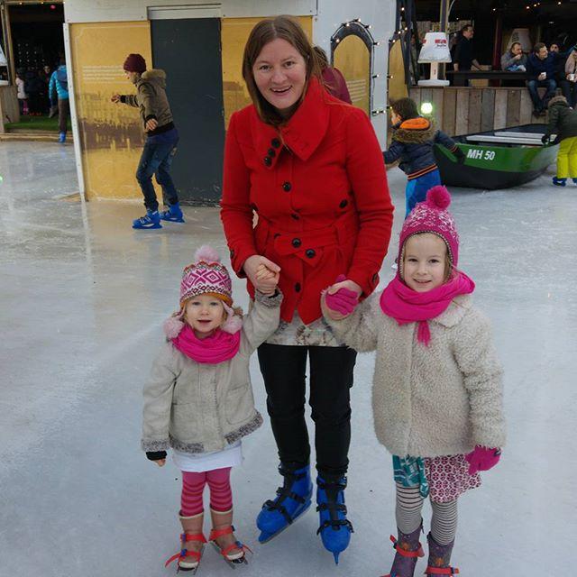 Vandaag naar het Van Gogh Museum geweest (expositie van Munch met onder andere de Schreeuw) en naar de ijsbaan op het Museumplein.