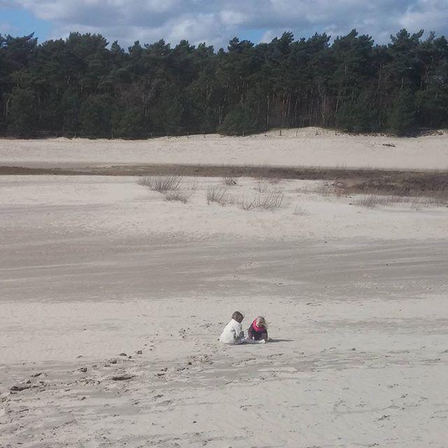 En laarzen vol met zand weer mee naar huis