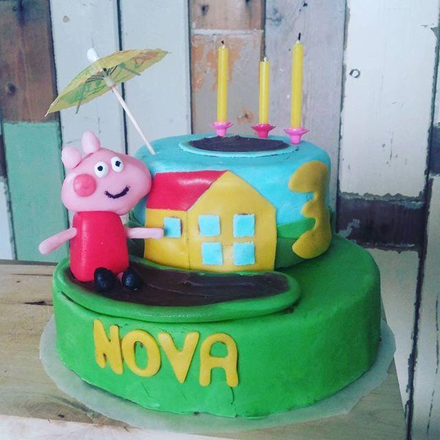 Hoera, een Peppa Pig taart voor Nova