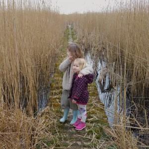 Filmpje: alweer van vóór de Efteling, maar nog niet gepost. Ook een papadag, op zoek naar lammetjes (en gevonden) en daarna uiteraard door naar Holysloot. Dit was halverwege, bij de Zwarte Gouw.