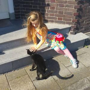 Toen was deze kat nog lief, een paar minuten later krabde hij Lyses hand open…