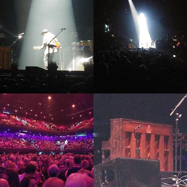 Gisteravond waren we samen met Ingrid, Marcel en Anieljah bij het concert van Neil Young. Fantastische avond. Deze nummers speelde hij: http://www.setlist.fm/setlist/neil-young-promise-of-the-real/2016/ziggo-dome-amsterdam-netherlands-2bffe4c6.html