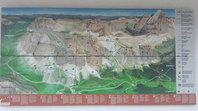 Aangekomen bij Lagazuoi blijkt het museum dicht (ook al moest het een openluchtmuseum zijn en de toegang gratis). Er hangt een mooie kaart aan de wand die aangeeft waar op de berg zich restanten van de oorlog bevinden. Het is indrukwekkend te bedenken dat op die steile wanden soldaten zich hebben verschanst.