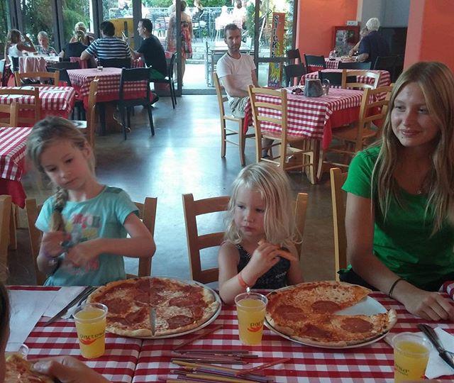 En weer net op tijd terug voor de pizza party