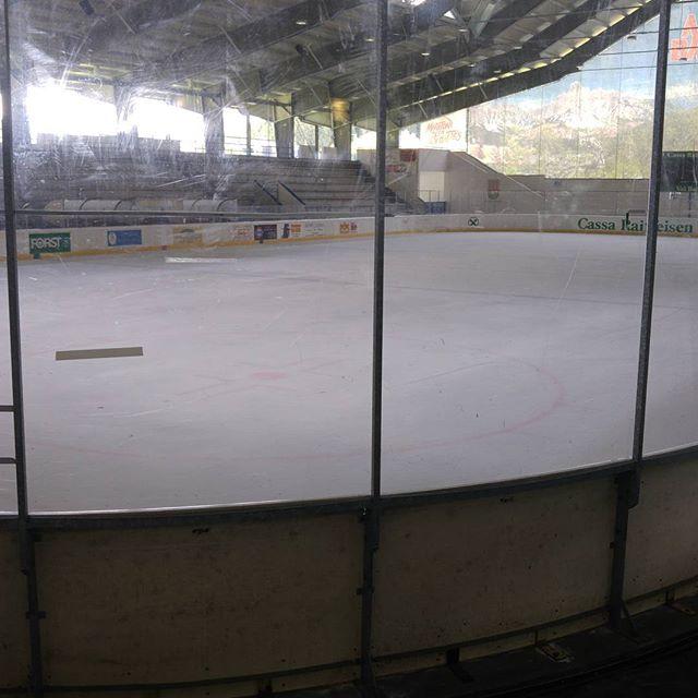 In Corvara, het plaatsje naast ons plaatsje (Colfosco), komen we een heuse schaatsbaan tegen.