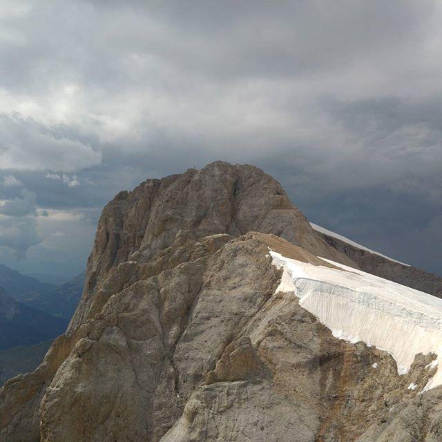 Uitzicht op de feitelijke top van het Marmolada-massief: Punto Penia, op 3343 meter.