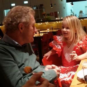 Opa Arthur en Nova bij restaurant Stroop.