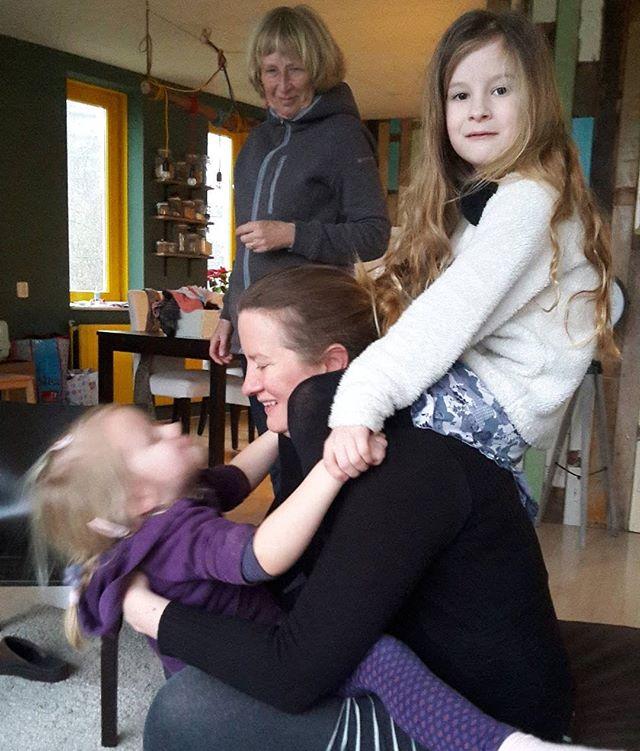 De meisjes waren heel blij toen ik thuis kwam.