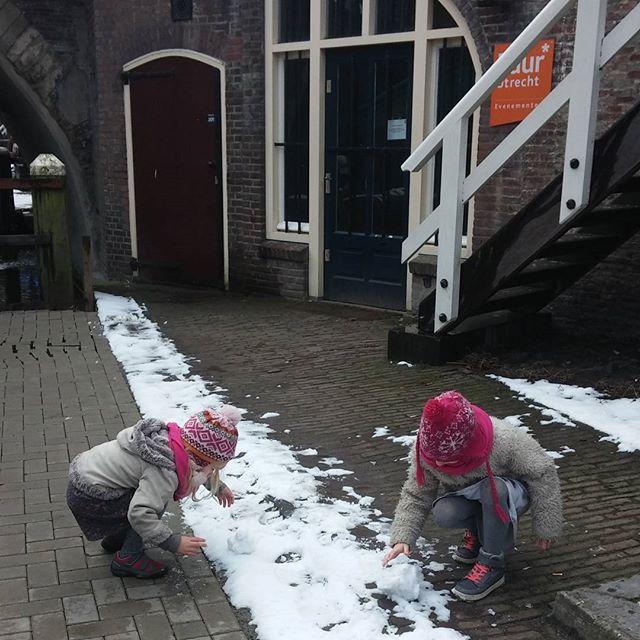 Mini sneeuwpop maken bij #puurutrecht