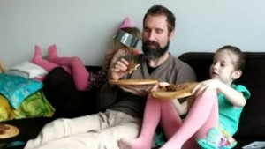 Filmpje : Lyse eet een broodje (Pearl) Jam
