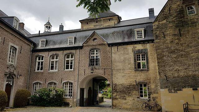 Toen de auto het weer deed konden we een mooie route doen langs een aantal kastelen. Dit is Kasteel Wijnandsrade. Uit de 16e eeuw.