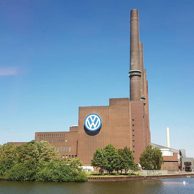 En toen weer met z'n allen in de trein naar huis, onder andere langs de Volkswagenfabriek.