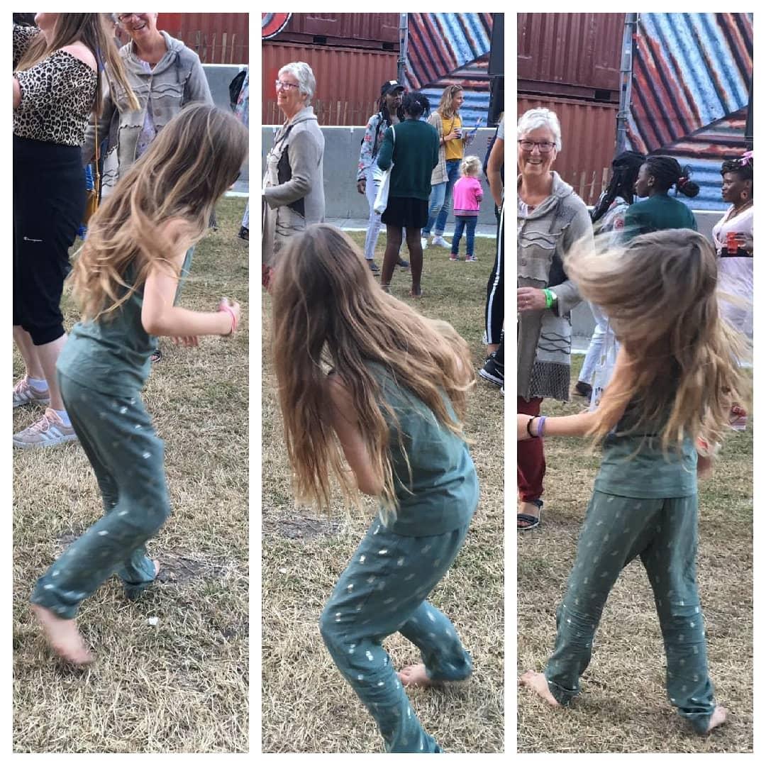 Love. This. Girl. #festival #blotevoeten #dansenalsofniemandkijkt #held