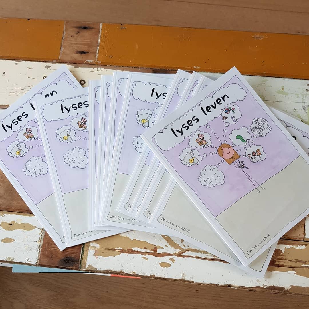 Eerste druk van Lyses 24 pagina's tellende stripboek! #trots #creatief #support 🏳️